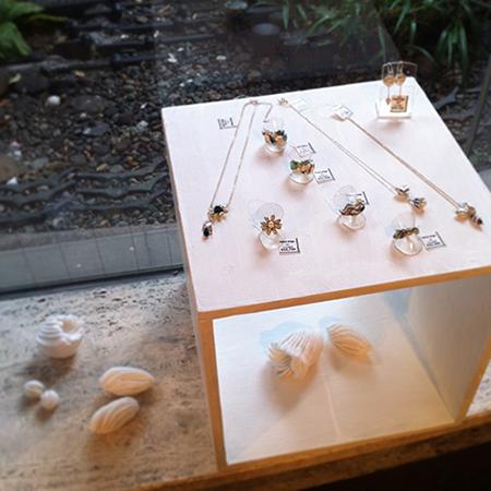 a present jewelry展_a0089420_105141.jpg