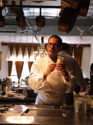 石川県の食材を使って有名シェフのマイケル・ロマーノが独創的なレシピを披露!_c0050387_1225778.jpg