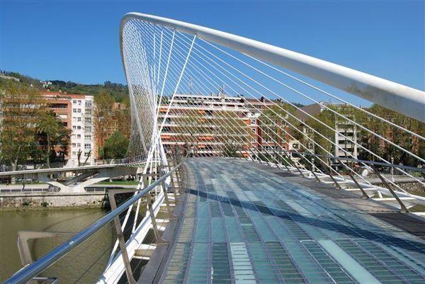カラトラバ設計の空港:スペイン、ビルバオ空港 : アーバン・ガーデン・ウォッチング