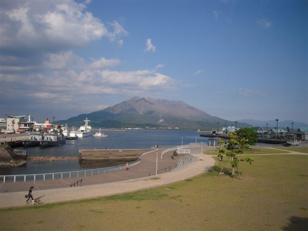 港の緑地と商業施設:鹿児島ドルフィンポート : アーバン ...