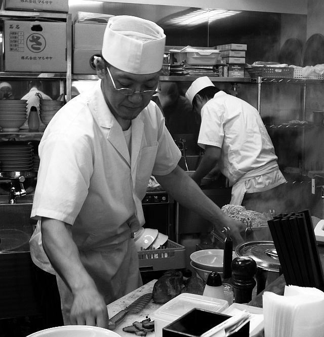 磐田「ヤマシロ」でチャーシュー麺(細麺)_e0220163_18313179.jpg