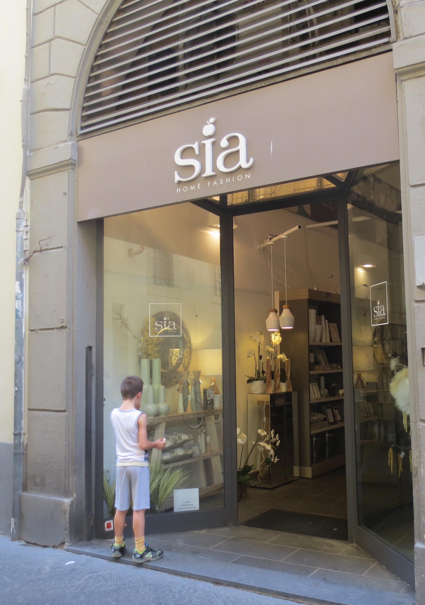 優雅に覗いてみたいインテリアのお店@フィレンツェーSIA_c0179785_1537056.jpg