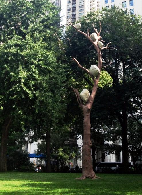 NYの公園に展示中の「人とアートと自然」を表現したパブリック・アート Ideas of Stone_b0007805_2145559.jpg