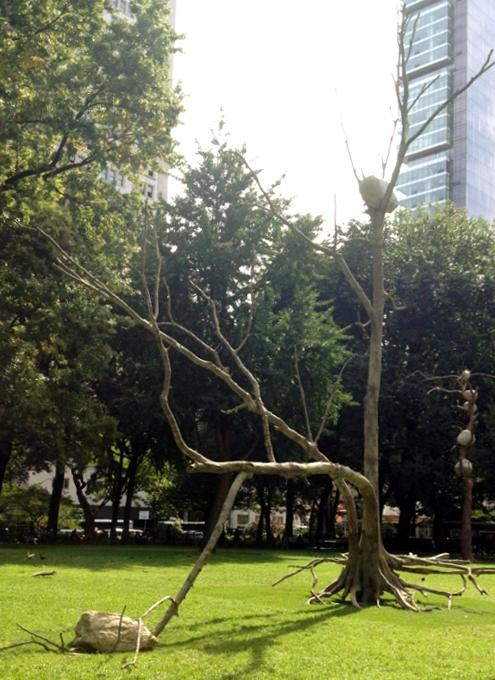 NYの公園に展示中の「人とアートと自然」を表現したパブリック・アート Ideas of Stone_b0007805_2146432.jpg