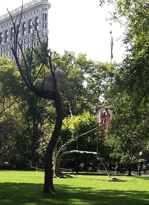 NYの公園に展示中の「人とアートと自然」を表現したパブリック・アート Ideas of Stone_b0007805_2146569.jpg