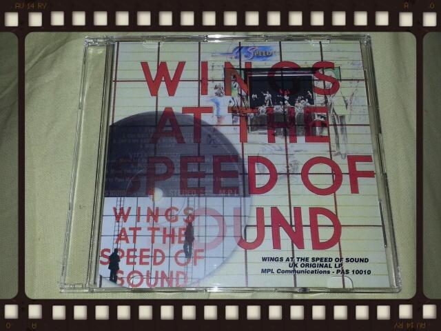 WINGS AT THE SPEED OF SOUND UK ORIGINAL LP_b0042308_033726.jpg