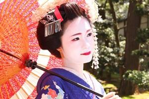 NYの街角グラフィティ・アートに日本の舞妓さん?!_b0007805_2230933.jpg