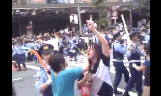 外国人が日本のサッカーサポーターみて一言:「これ日本人は別世界に生きてんな」_e0171614_8541656.jpg