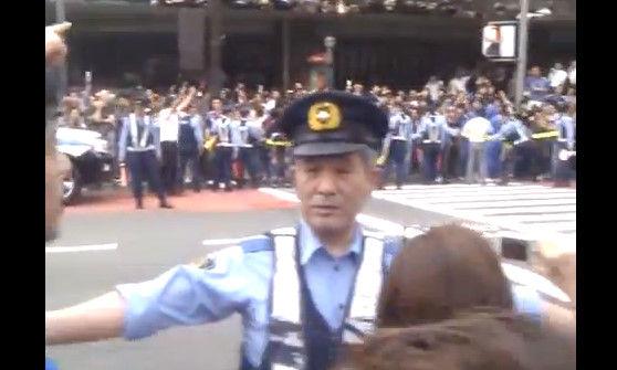 外国人が日本のサッカーサポーターみて一言:「これ日本人は別世界に生きてんな」_e0171614_8542638.jpg
