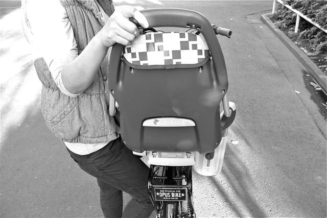 オランダ産『Qibbelキュベル』チャイルドシート おしゃれ ママ 自転車 ヨーロッパ_b0212032_21115387.jpg