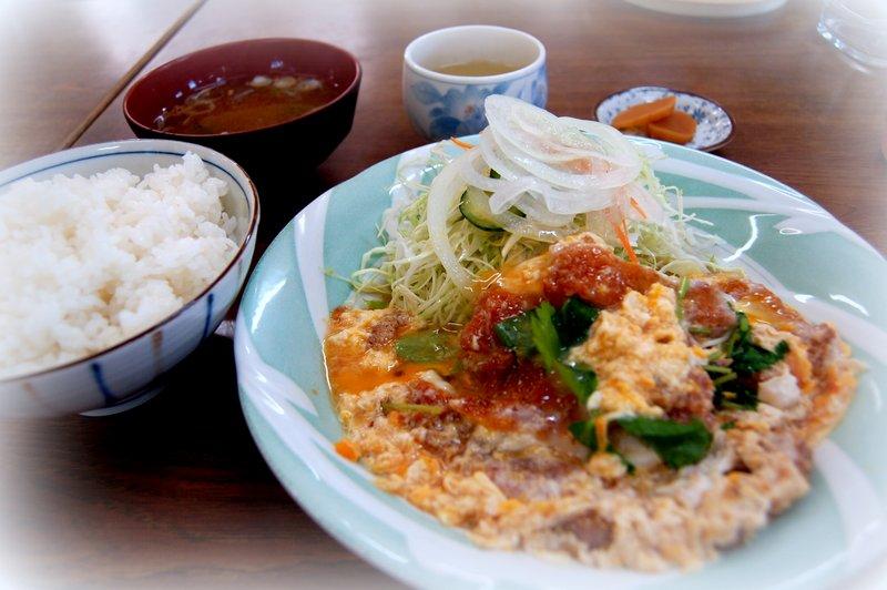 煮カツ定食~~~_c0057390_0361713.jpg