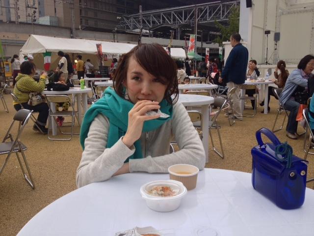 梅キタ。大阪美味マルシェ。食べすぎ。横わけ。_a0050302_1591855.jpg