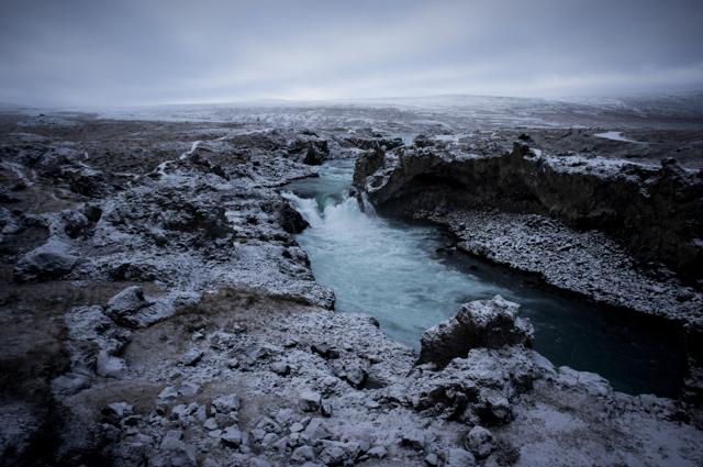 アイスランドは水の色が特徴的だった。氷河から流れ出た水は、日本の水と含有... アイスランド