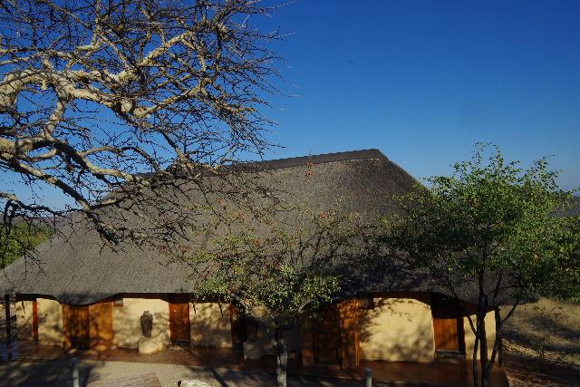 ナミビアの旅(31) オプウォのロッジからヒンバ族の村へ_c0011649_13144541.jpg