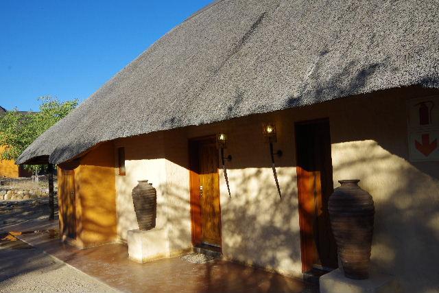 ナミビアの旅(31) オプウォのロッジからヒンバ族の村へ_c0011649_1315854.jpg