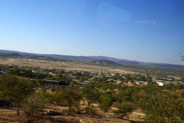 ナミビアの旅(31) オプウォのロッジからヒンバ族の村へ_c0011649_13514985.jpg