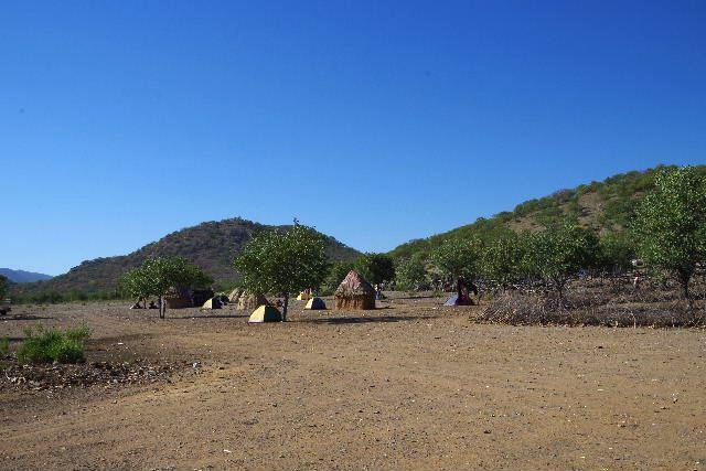 ナミビアの旅(31) オプウォのロッジからヒンバ族の村へ_c0011649_1355522.jpg