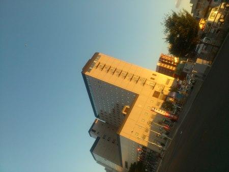 夕陽と函館駅_b0106766_2340244.jpg