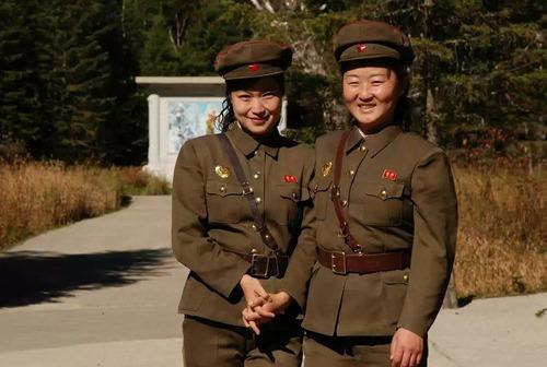 北朝鮮vs南トンスルランド:やはり北朝鮮「ワン・ジェサン芸術団」の方が上ですナ!_e0171614_16503049.jpg