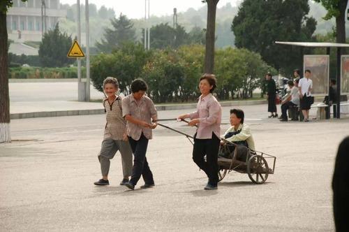 北朝鮮vs南トンスルランド:やはり北朝鮮「ワン・ジェサン芸術団」の方が上ですナ!_e0171614_16513719.jpg