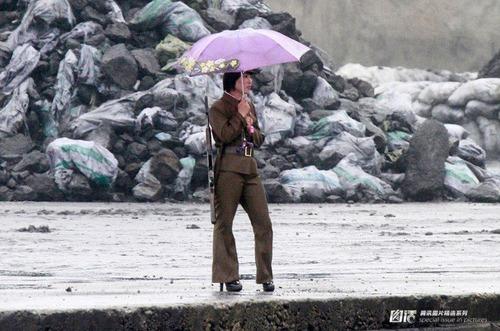 北朝鮮vs南トンスルランド:やはり北朝鮮「ワン・ジェサン芸術団」の方が上ですナ!_e0171614_16543642.jpg