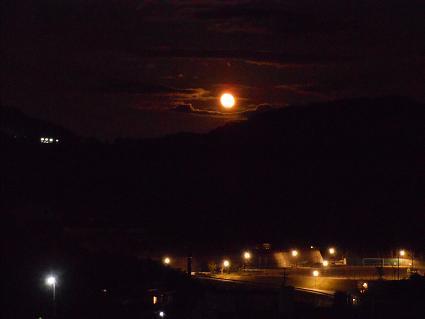 十六夜の月_e0175370_1542330.jpg