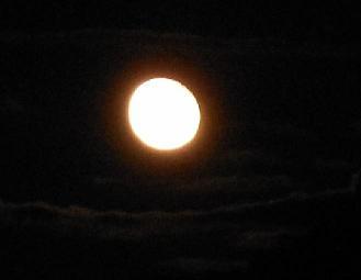 十六夜の月_e0175370_15525.jpg