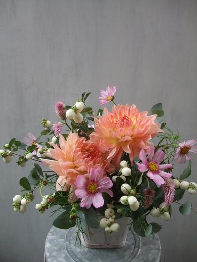 オークリーフ(ダリアと実ものと草花のアレンジメント)_f0049672_12135370.jpg