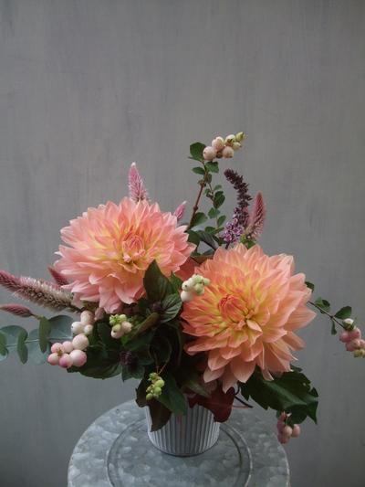 オークリーフ(ダリアと実ものと草花のアレンジメント)_f0049672_12162521.jpg