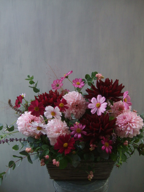 オークリーフ(ダリアと実ものと草花のアレンジメント)_f0049672_1219032.jpg