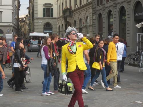 フィレンツェの街中でこの方を見たら是非立ち止まって見てください!!楽しい!!_c0179785_524367.jpg