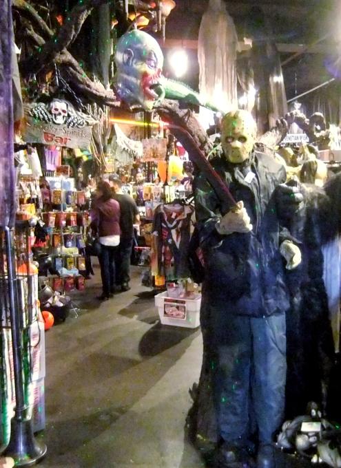 NYのハロウィン・ムードを体感できるお店 New York Costumes Halloween Adventure_b0007805_21362197.jpg