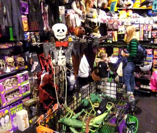 NYのハロウィン・ムードを体感できるお店 New York Costumes Halloween Adventure_b0007805_21372928.jpg