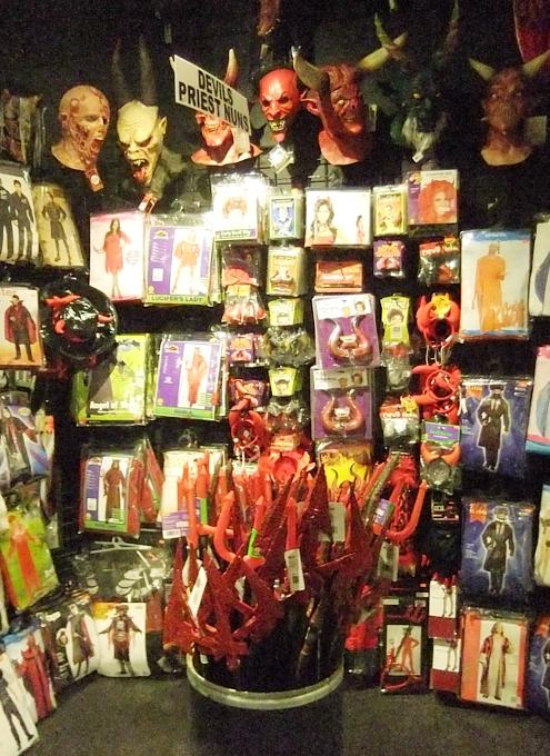NYのハロウィン・ムードを体感できるお店 New York Costumes Halloween Adventure_b0007805_21391512.jpg