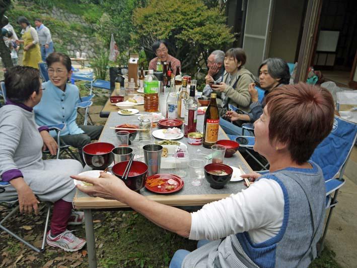 かっちゃん宅の芋煮会に手づくりの里芋など提供(10・22)_c0014967_11121626.jpg