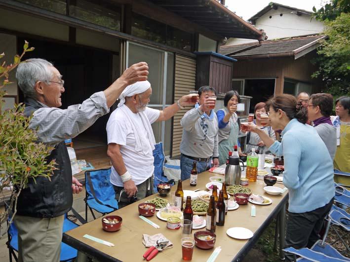かっちゃん宅の芋煮会に手づくりの里芋など提供(10・22)_c0014967_11131793.jpg
