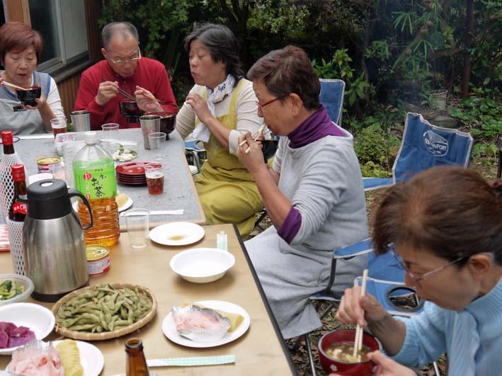 かっちゃん宅の芋煮会に手づくりの里芋など提供(10・22)_c0014967_11134695.jpg