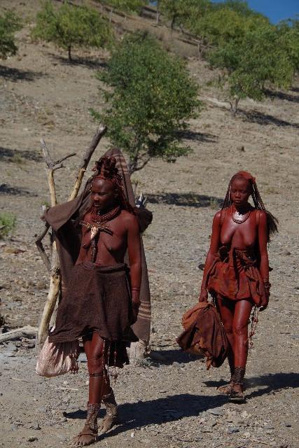 ナミビアの旅(33) 【 ヒンバ族 】  ヒンバ族の女性_c0011649_23285683.jpg