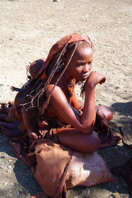 ナミビアの旅(33) 【 ヒンバ族 】  ヒンバ族の女性_c0011649_23354927.jpg