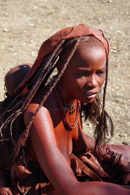 ナミビアの旅(33) 【 ヒンバ族 】  ヒンバ族の女性_c0011649_2336532.jpg