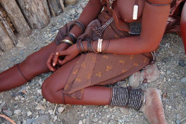 ナミビアの旅(33) 【 ヒンバ族 】  ヒンバ族の女性_c0011649_23495255.jpg