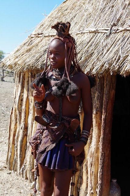 ナミビアの旅(33) 【 ヒンバ族 】  ヒンバ族の女性_c0011649_23533737.jpg