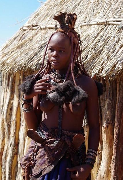 ナミビアの旅(33) 【 ヒンバ族 】  ヒンバ族の女性_c0011649_23535527.jpg
