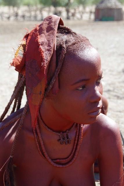 ナミビアの旅(33) 【 ヒンバ族 】  ヒンバ族の女性_c0011649_23564544.jpg