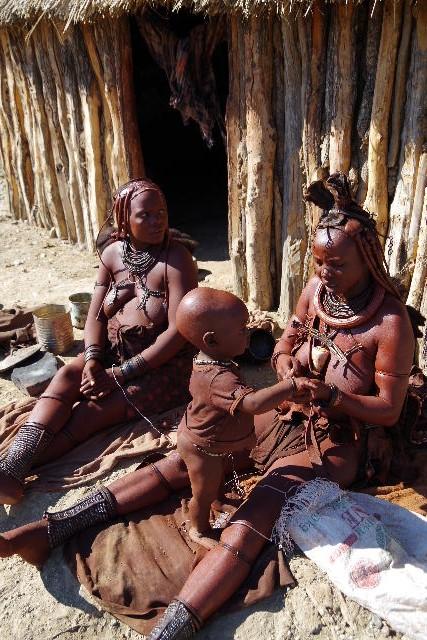 ナミビアの旅(32) 【 ヒンバ族 】  ヒンバ族の村_c0011649_81866.jpg