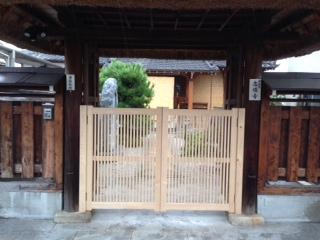 栗の木の門_b0283089_2195527.jpg