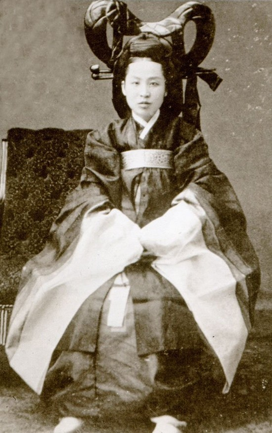 韓国のチマ・チョゴリのルーツは、日本の女学生の羽織袴姿にあり!_e0171614_14113639.jpg