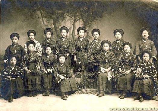 大学卒業式で、女子の姿が変わった!?:羽織袴にヒールが復活!?_e0171614_145017.jpg
