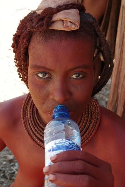 ナミビアの旅(33) 【 ヒンバ族 】  ヒンバ族の女性_c0011649_00099.jpg
