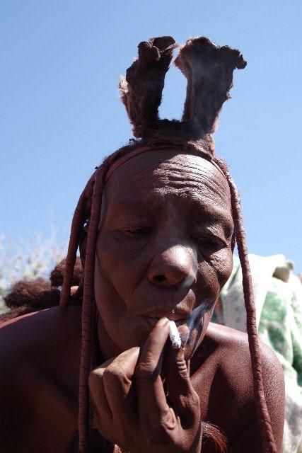 ナミビアの旅(33) 【 ヒンバ族 】  ヒンバ族の女性_c0011649_028237.jpg